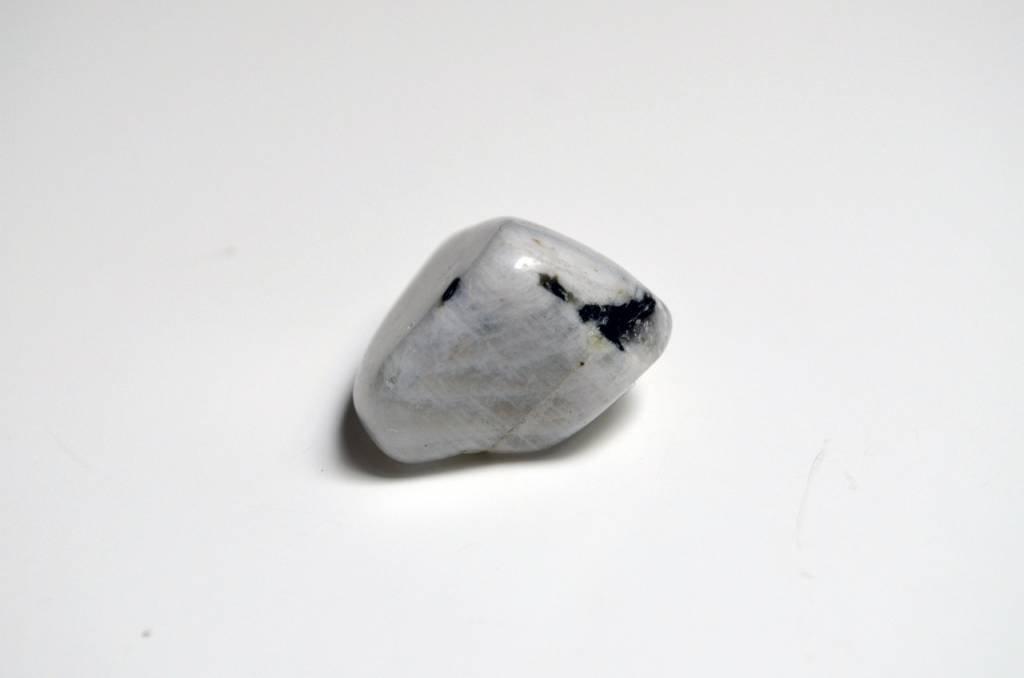 Una pietra sconosciuta e magica: la Pietra di Luna