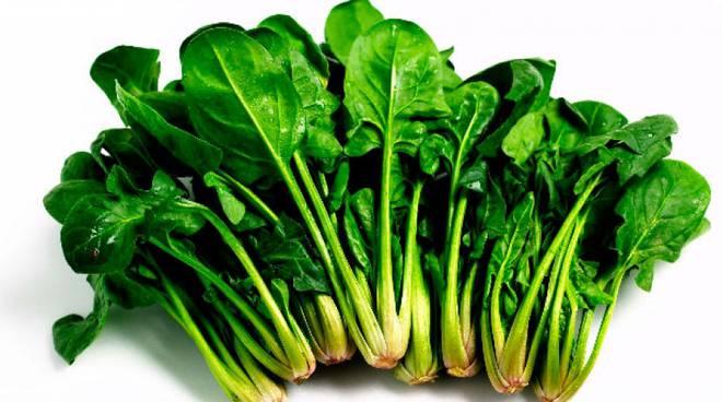 Come mangiare gli spinaci crudi